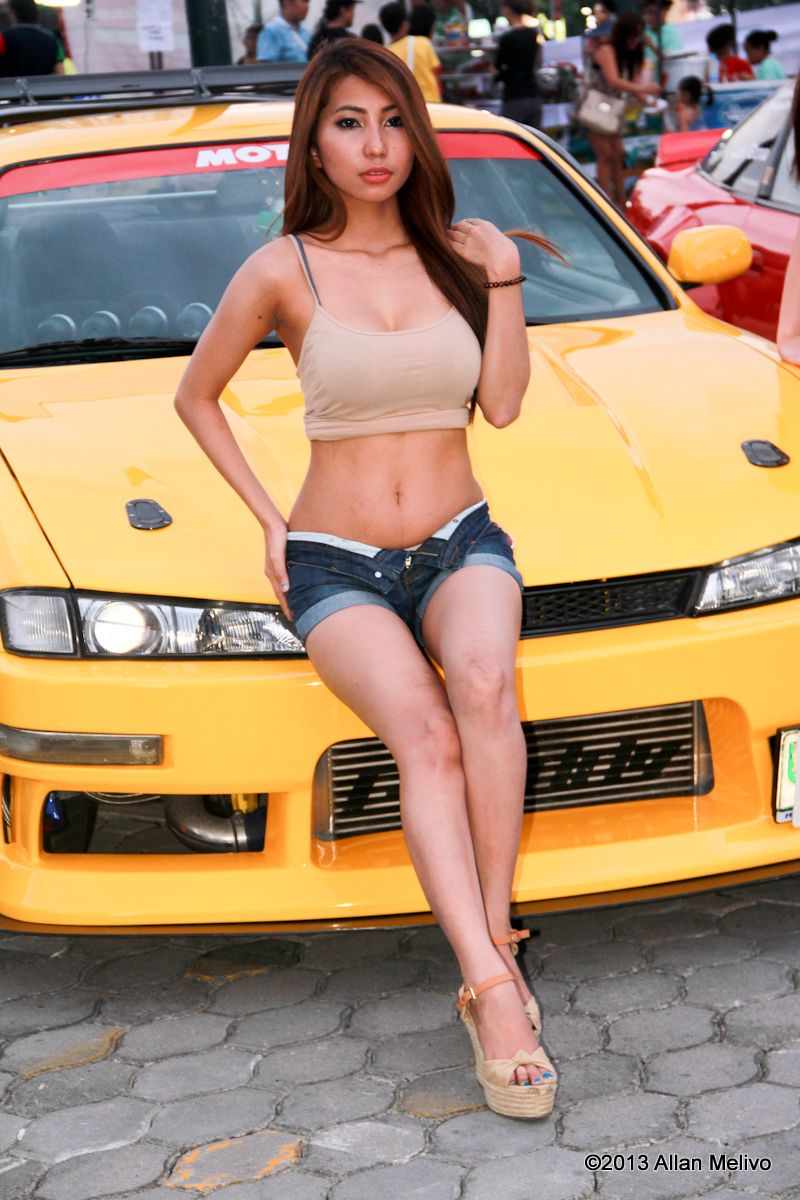 asian-car-show-models-flirting-naked