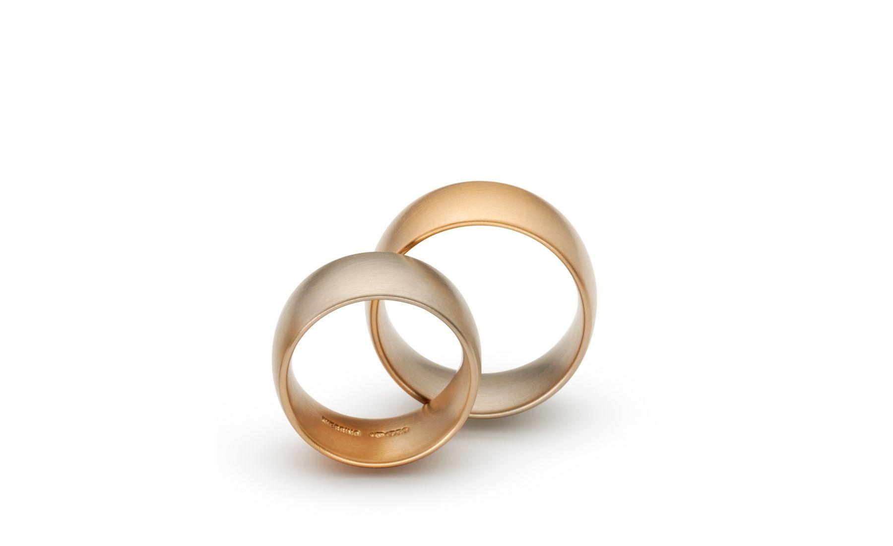 Niessing aura Trauring Ein Ring mit einem fließenden Gold