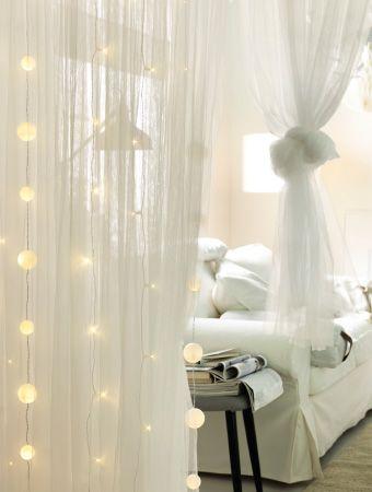 LED Lichterketten Mit STRALA Dekoration Fur Lichterkette In Schneeballform Die Vor Dunnen Baumwollgardinen Von