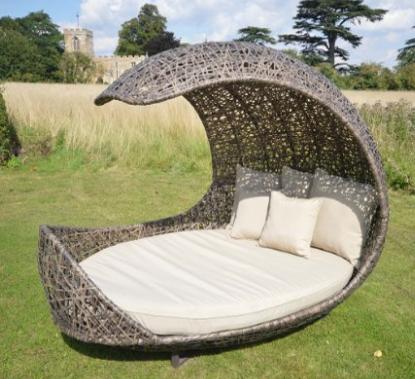 Leisuregrow Shell Halfmoon Daybed Rattan Garden Furniture Lounger ...