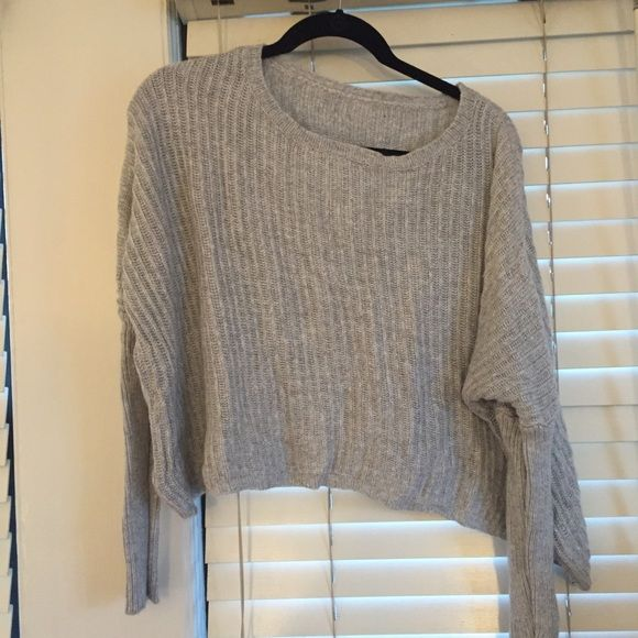 Brandy Melville grey knit Fits very nice, perfect condition, a little cropped Brandy Melville Sweaters