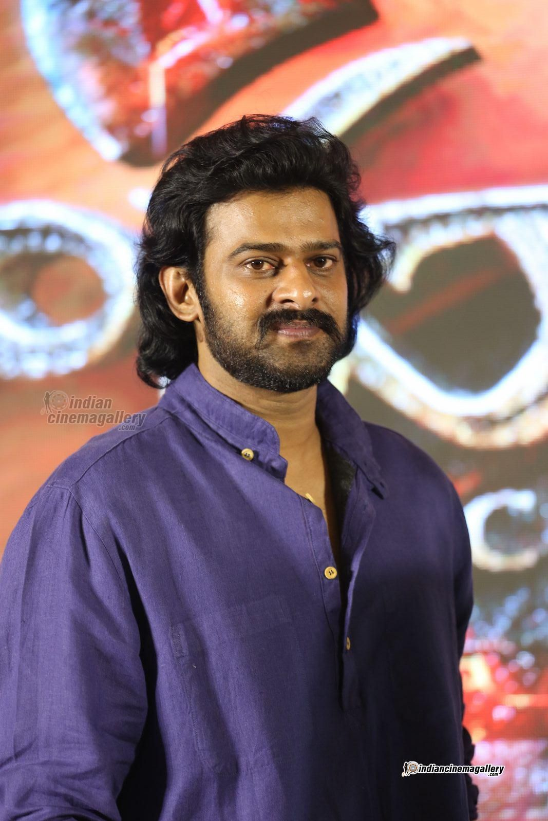 prabhas-stills-at-bahubali-2-press-meet--(29)1819 (1067×1600