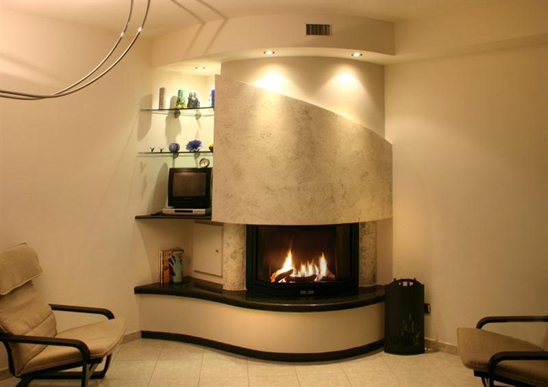 Caminetti moderni in marmo acciaio cartongesso per essere for Idee cartongesso soggiorno