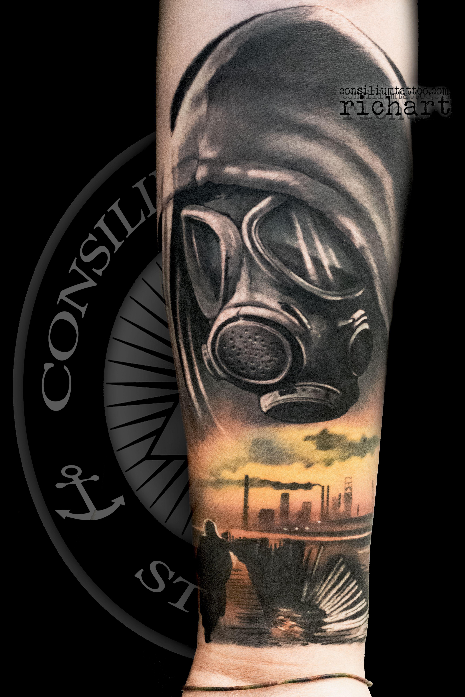 Tattoo Tatuaje En El Brazo De Una Mascara De Gas Hecho En La