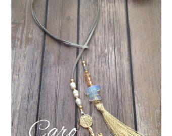052bf808ac13 Collar en gamuza metalica plateada. Perlas de by CaroAccessories ...