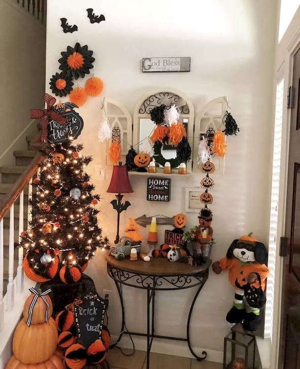 20 Funny Indoor Decoration Ideas To Celebrate Halloween In Your Home Trenduhome Halloween Decorations Indoor Vintage Halloween Decorations Creative Halloween Decorations