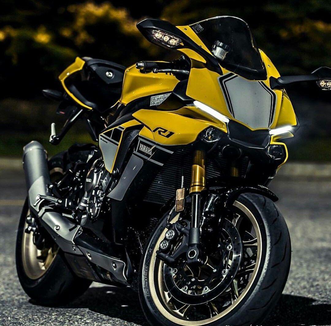 Yamaha R1 More