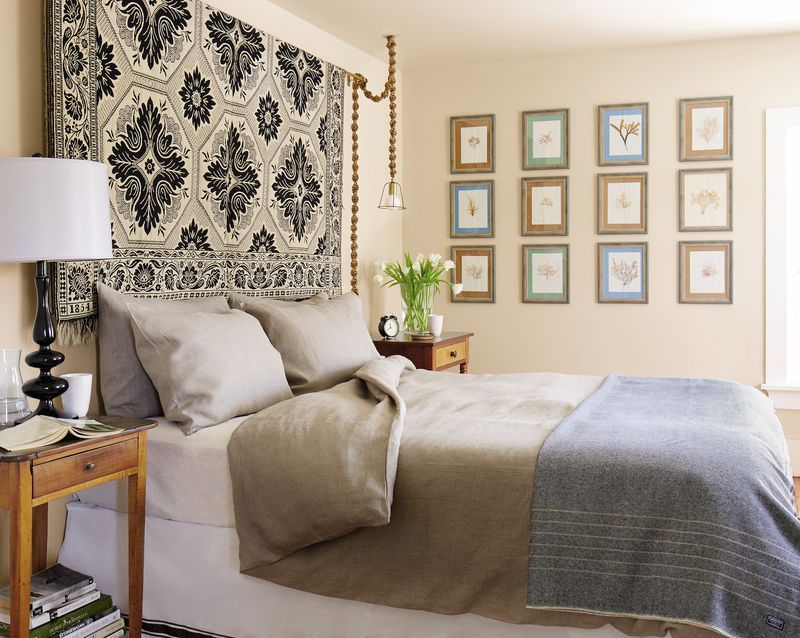 10 Ways To Decorate That Big Blank Wall You're Trying To