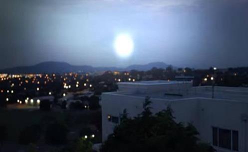 Strange light - Portal Opens Above Canberra in Australia?