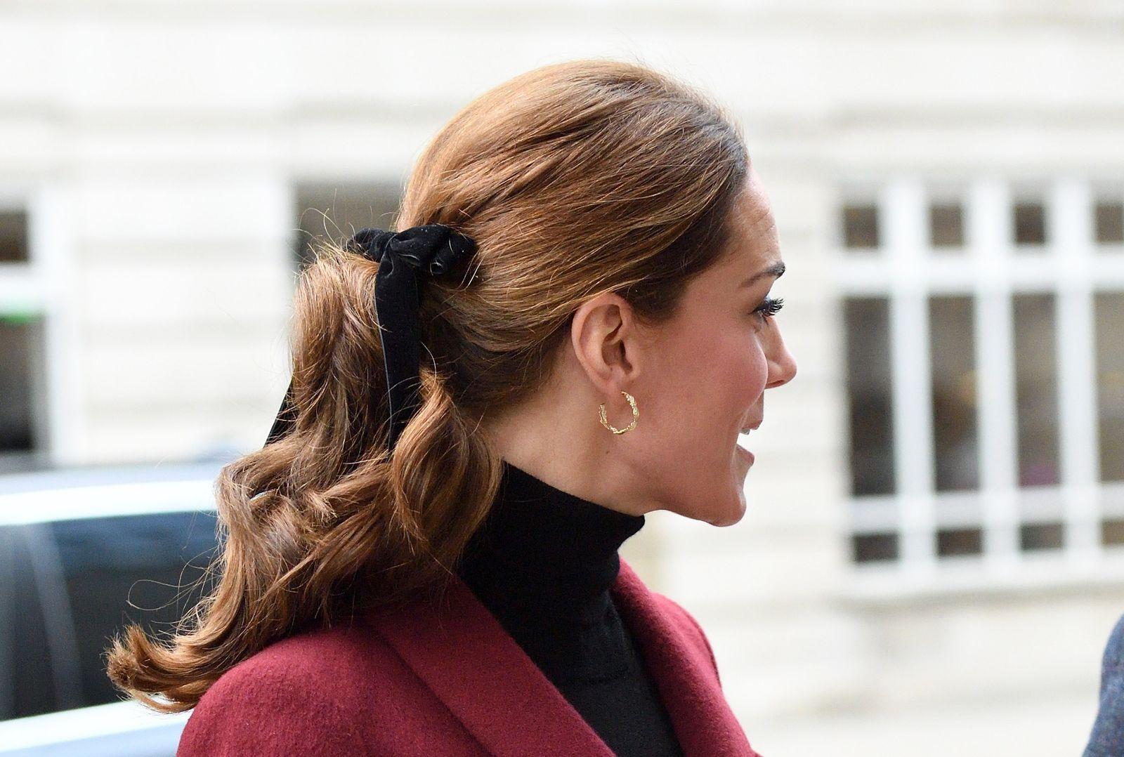 Velvet Bow Hair Clip in Black