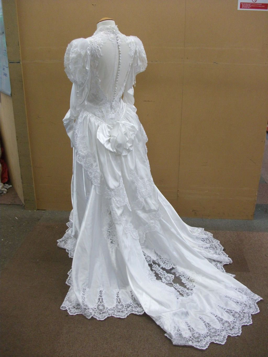 WHITE VICTORIAN STYLE WEDDING DRESS WITH TRAIN AND BUSTLE