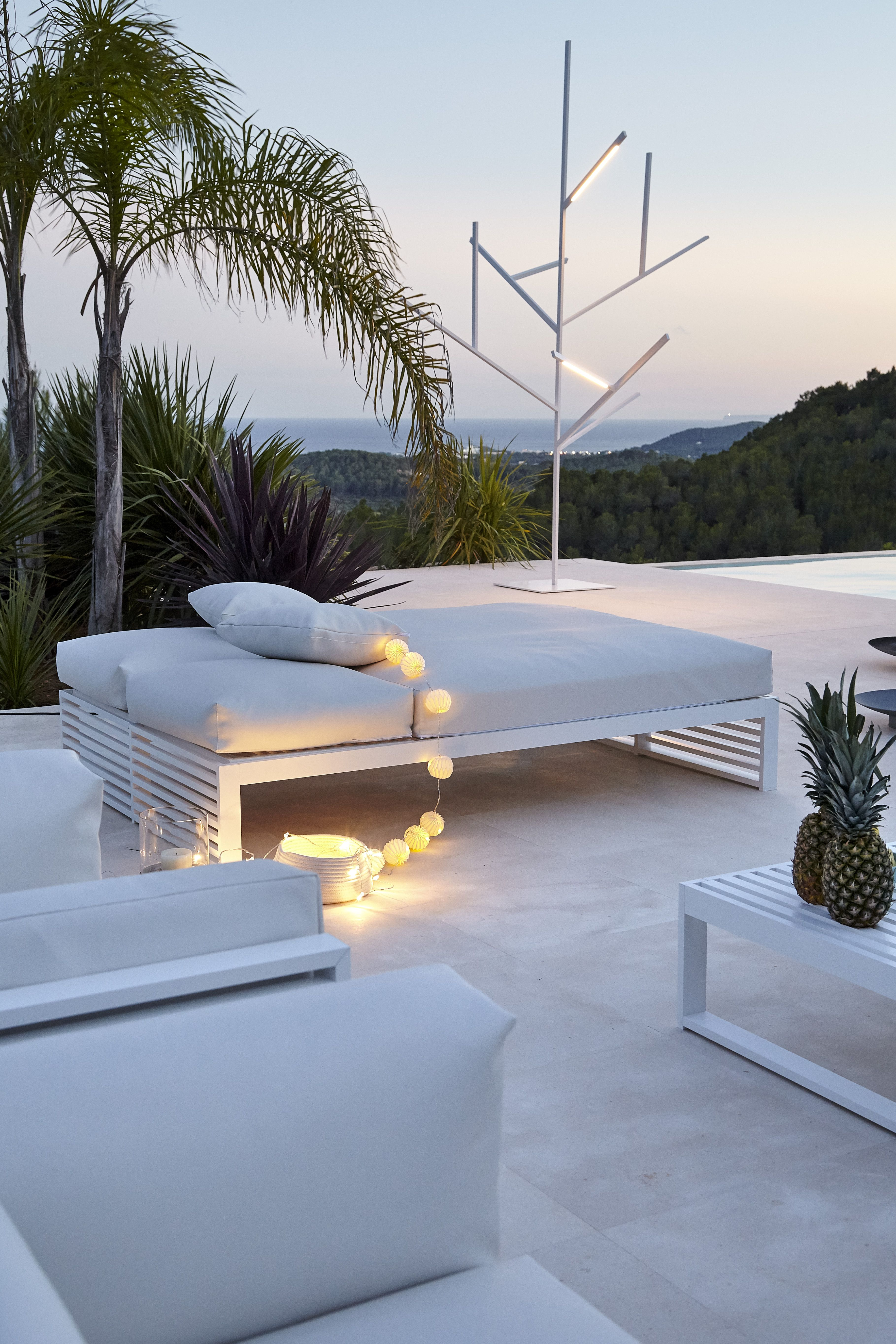 GANDIA BLASCO DNA daybed and Blau lamp by Fran Silvestre Arquitectos