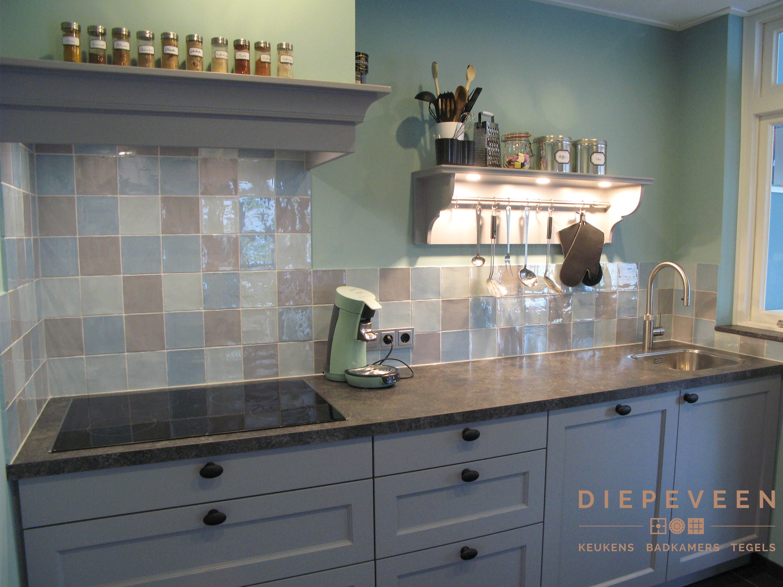 Mooie Keuken Tegels : Deze mooie keuken is geplaatst in genderen. de mooie gekleurde