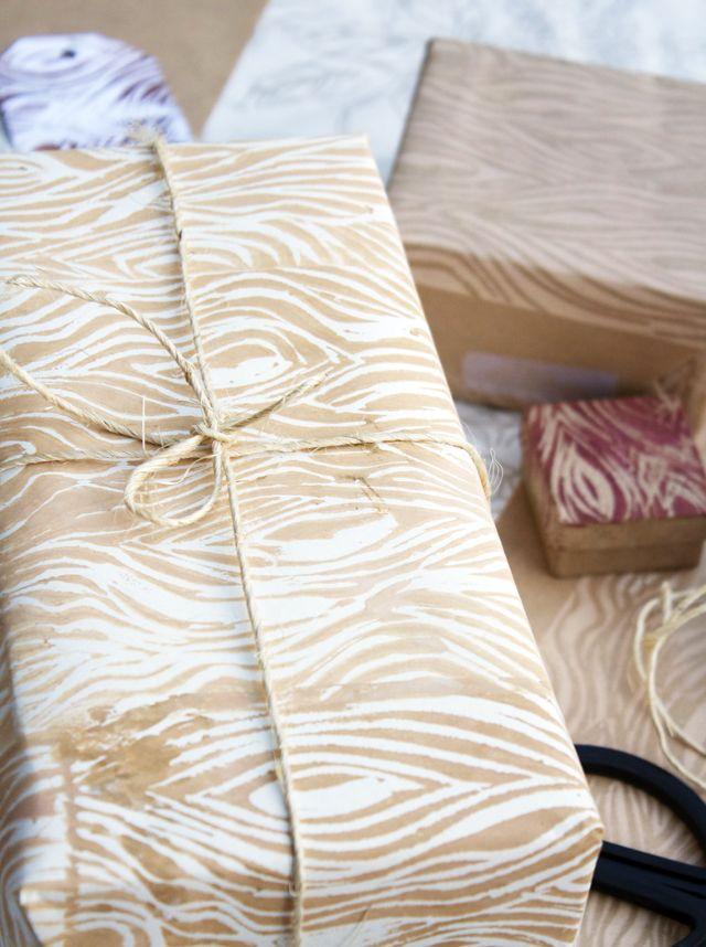 #DIY wood grain wrapping paper #tutorial by Alisa Burke, woodcarving + stamping
