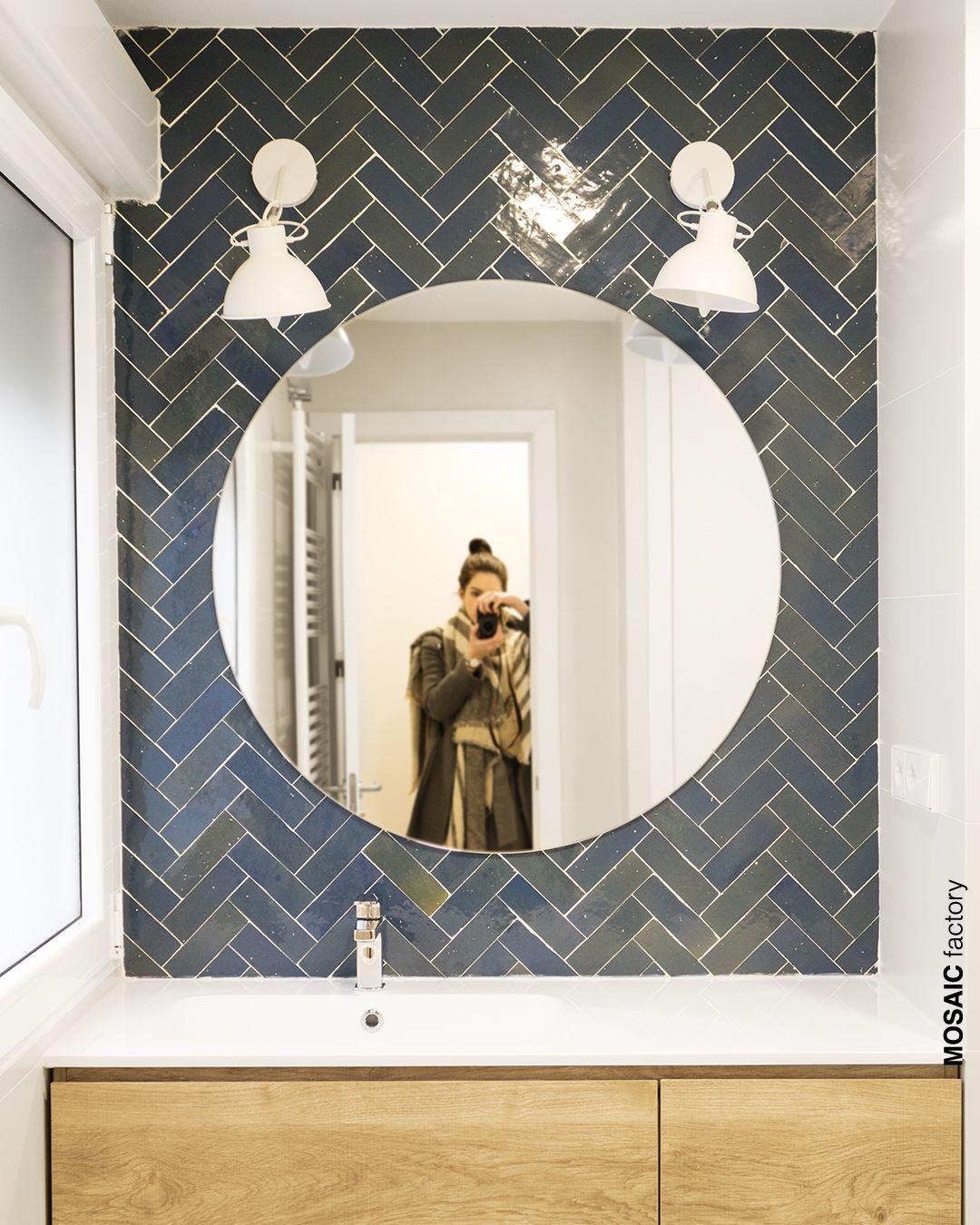 Bano Con Pared De Lavamanos Decorada Con Azulejo Zellige