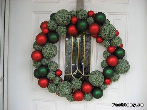 Венок на дверь своими руками новогодний
