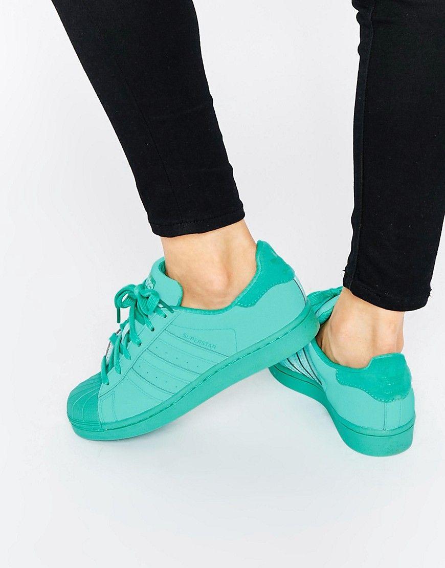 quality design 00c4d d77fe Zapatillas de deporte Superstar Super Colour de adidas Originals. Zapatillas  de deporte de Adidas Cuero suave Cierre de cordones Tres rayas de la marca  ...