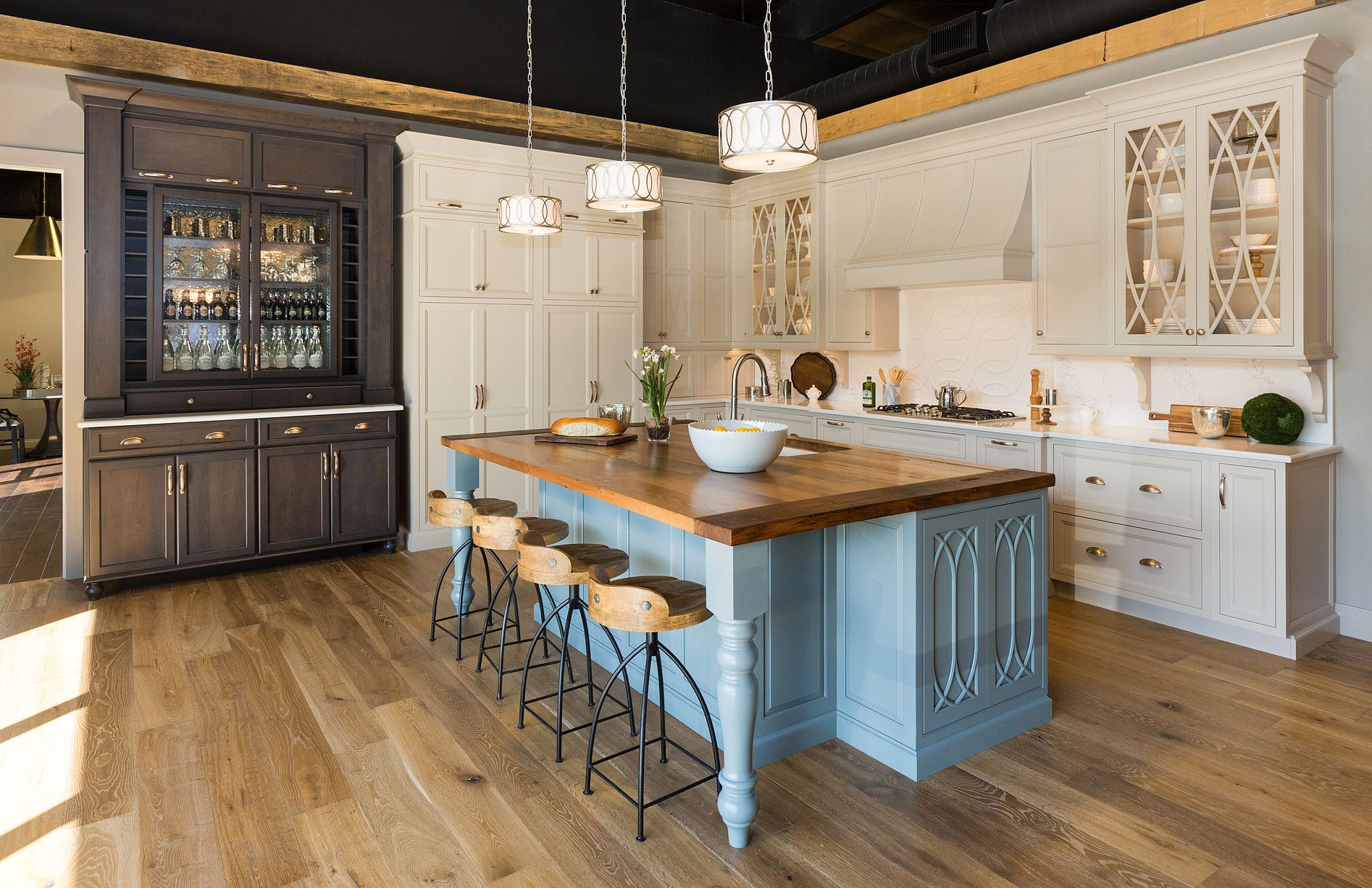 kitchen cabinets and kitchen remodeler in des moines, iowa