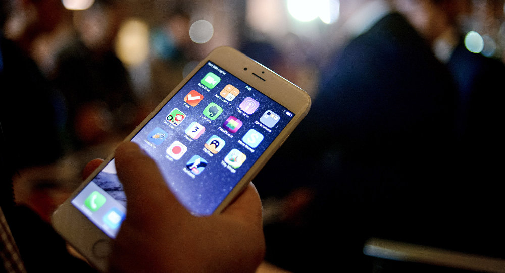 تطبيق Meme Cleaner يتيح لك امكانية البحث عن الصور المكررة بجوالك وحذفها Blackberry Phone Electronic Products Phone