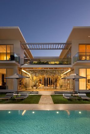 Casas modernas com piscinas