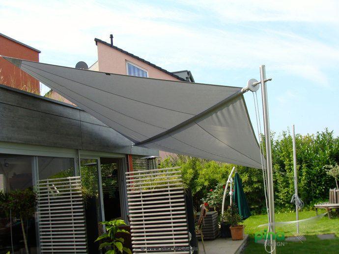Sonnensegel in manuell aufrollbar über einer Terrasse - als ...