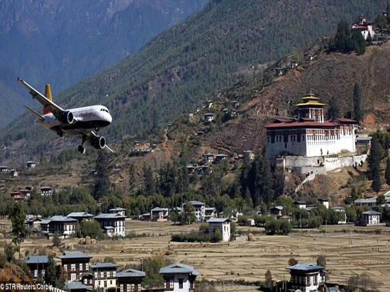 25 Insanely Dangerous Airports Around The World Bhutan Around The Worlds Trip