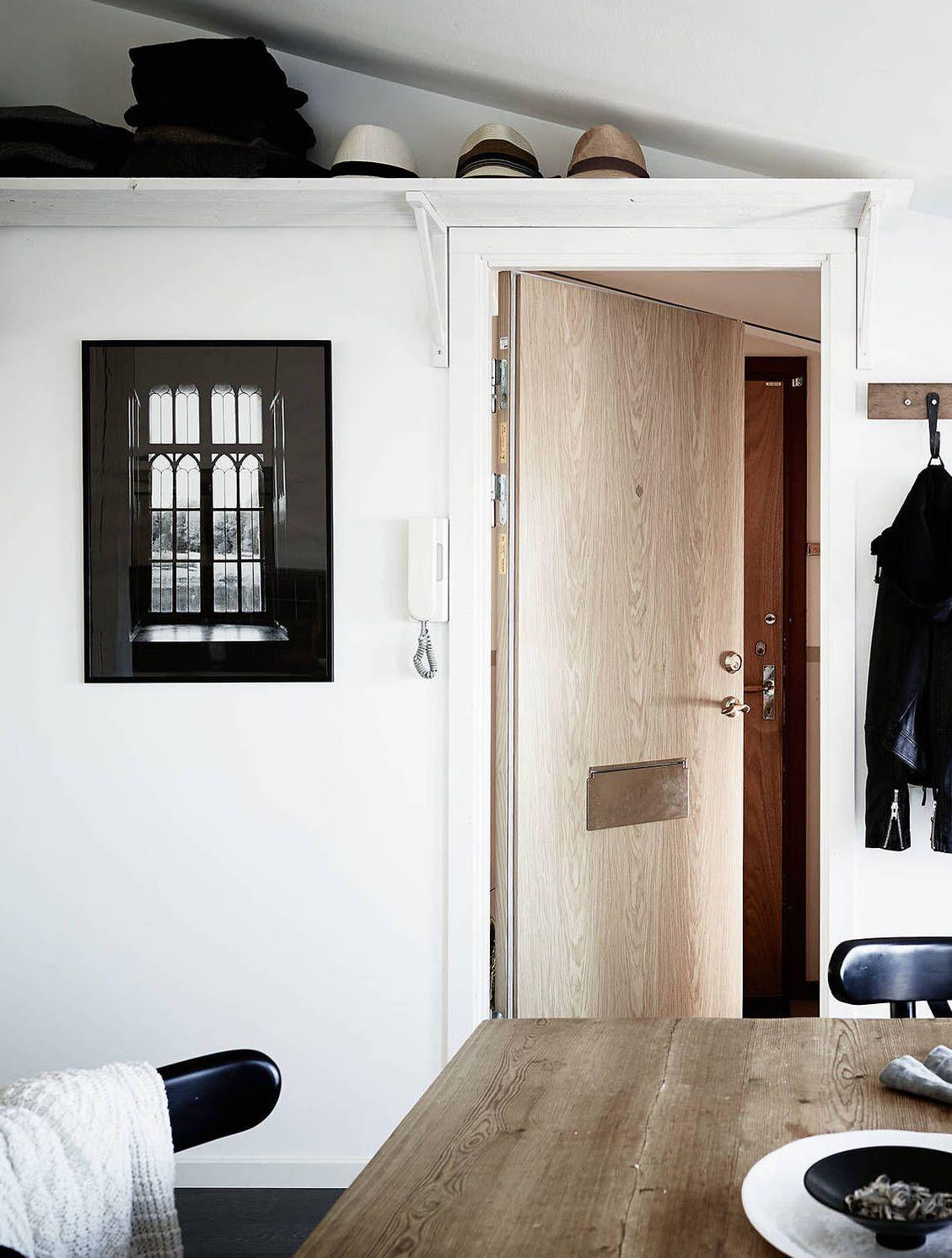 Small Stylish Attic Apartment Via Coco Lapine Design Attic Apartment Attic House Small Attic Room