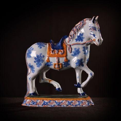 Paard  18e eeuw, Delfts aardewerk.  22 cm hoog