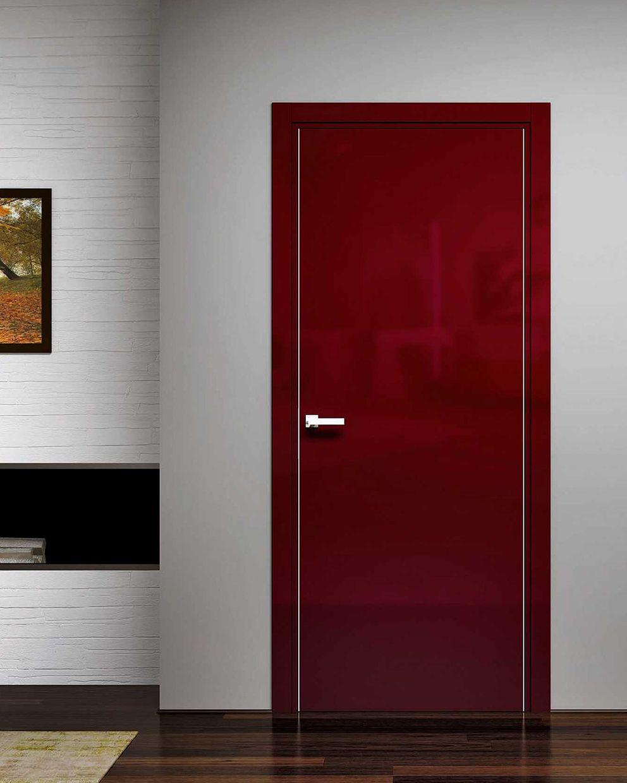 Sublime porta in laccato RAL 3020 lucido. Disponibile anche in latte brillante e bordeaux brillante.