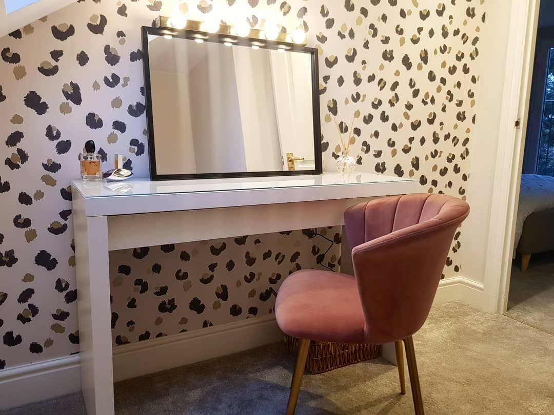 Amur Wallpaper is fab in a space like this! It works so well with pink accessories like this gorgeous chair! 😍  Photo Credit: @homeonheath   #decoratingcentreonline #dco #modernhome #interior123 #interiordesire #interiordetails #interiorforinspo #interiorstylist #houseenvy #homereno #interior123 #homedetails #homedecorideas #whitewalls #ihavethisthingwithcolour #myhomevibe #eclecticdecor #currentdesignsituation #sodomino #howwedwell #myhousebeautiful #midcenturymodern #housegoals