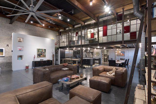 Style industriel pour un loft moderne de ville modern for Decoration loft industriel