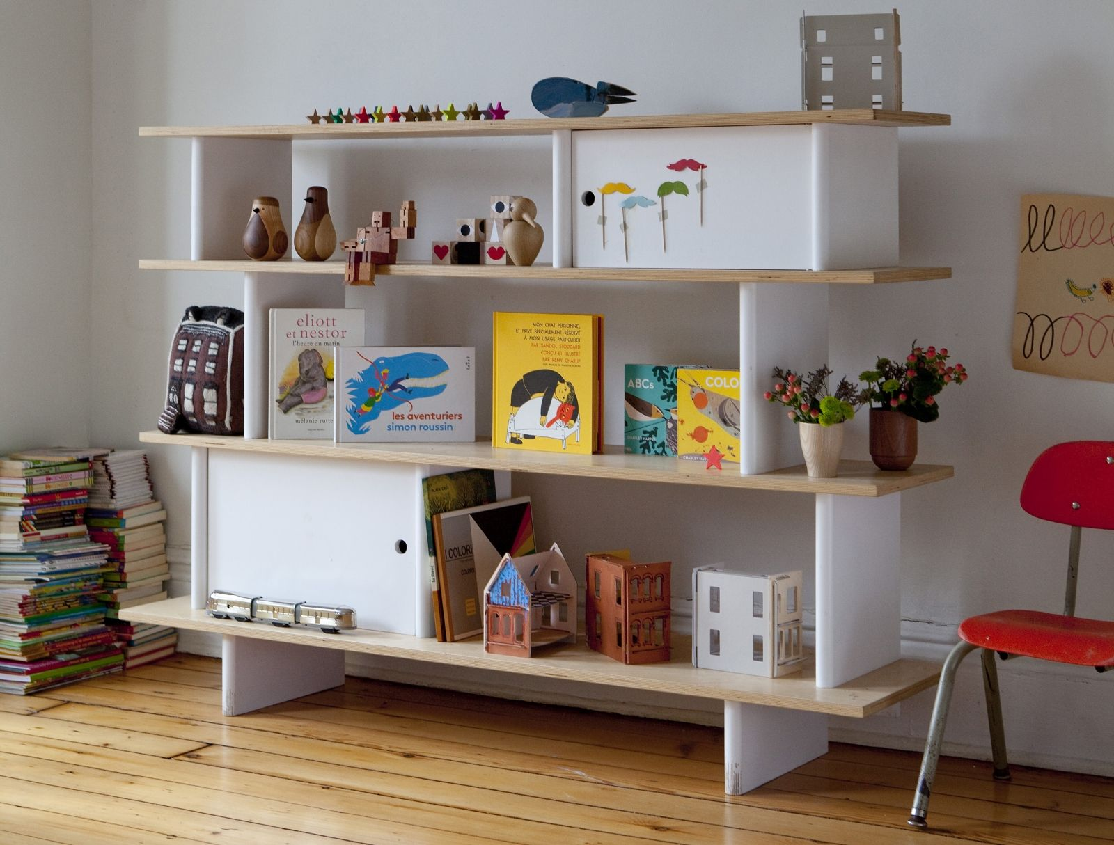 A Child Friendly Bookshelf With Sleek Design Oeuf NYC Mini Library Is Great Addition To Childs Bedroom Easy Reach Your Will Learn Hot