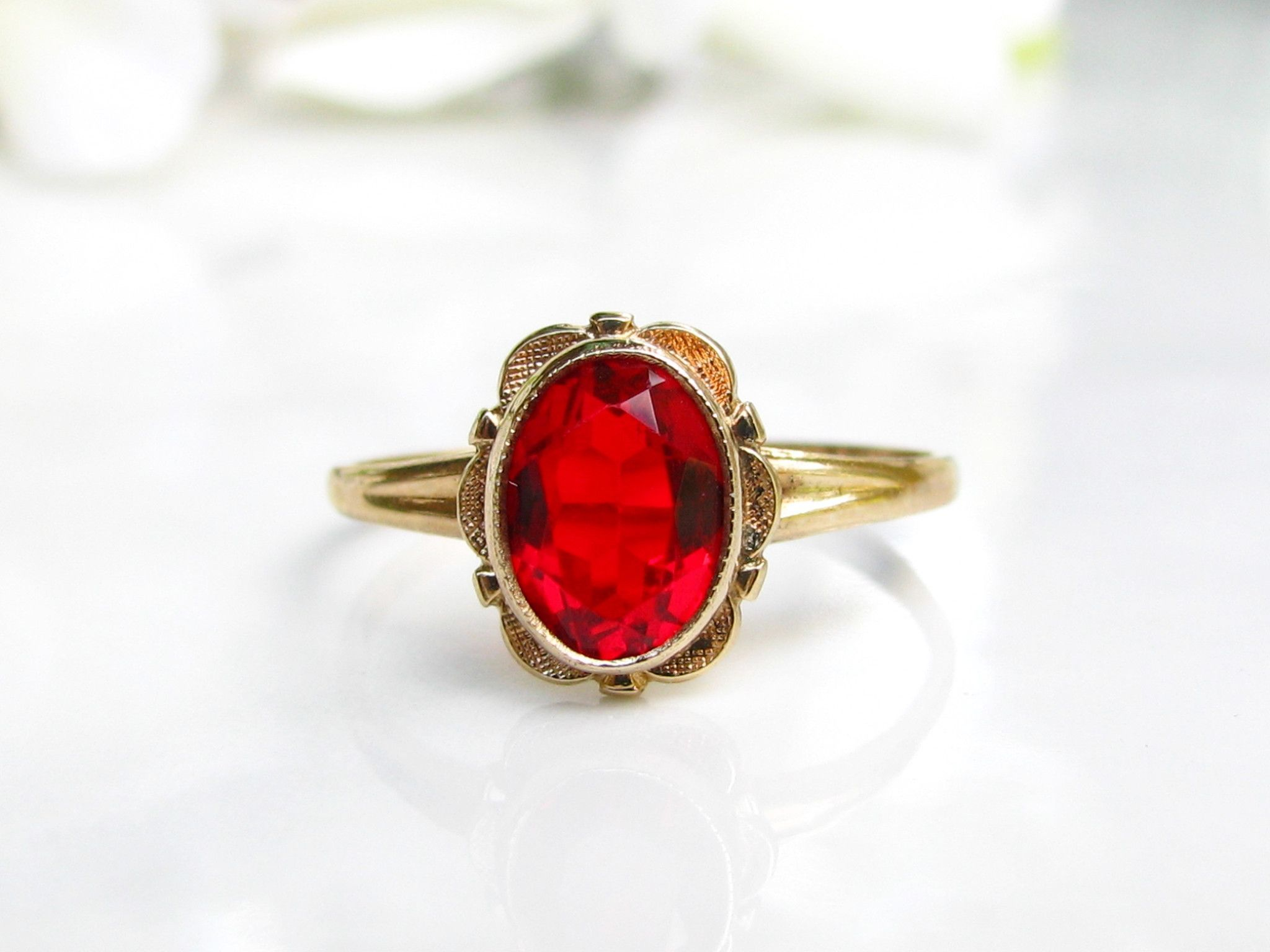 Vintage Red Glass Simulated Ruby Ring 10k Yellow Gold Scalloped Filigree Ring Psco Faux Ruby July Birthsto July Birthstone Ring Ruby Ring Vintage Sapphire Ring