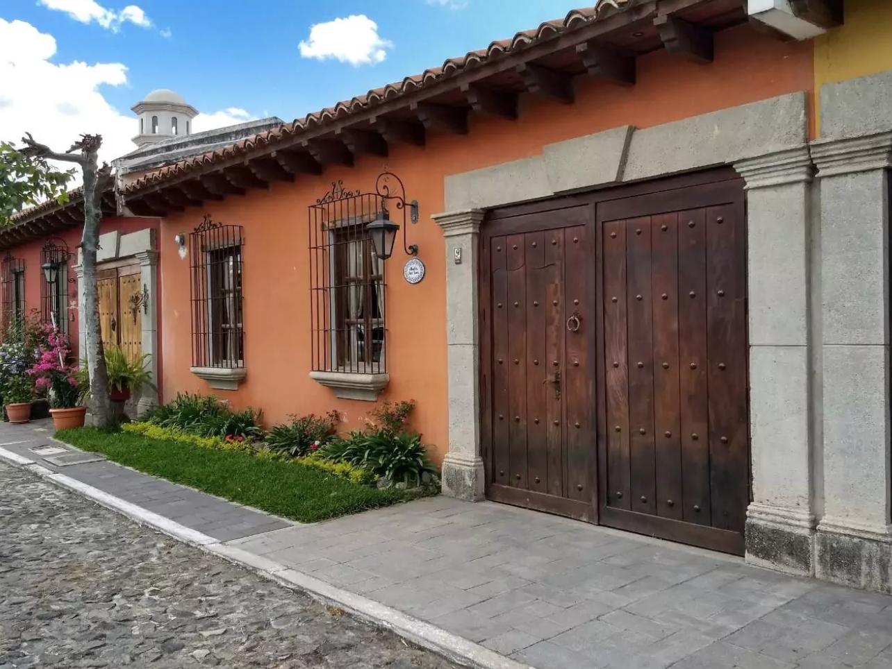 Fachada casa colonial antigua guatemala estilos casas - Decoracion de fachadas ...