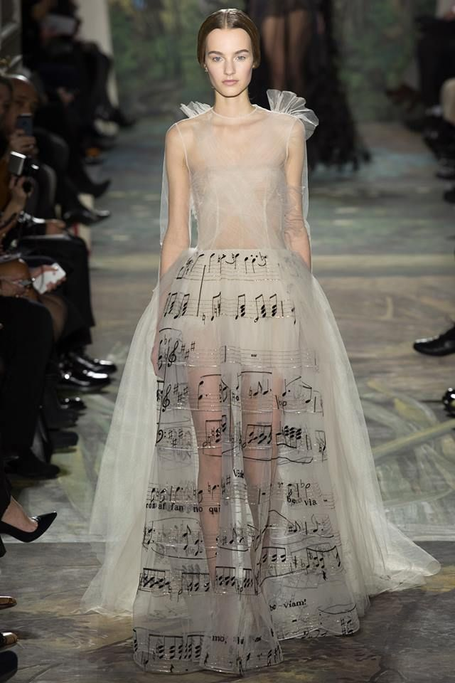 The 2021 Wedding Dress Trends You Should Know Abou