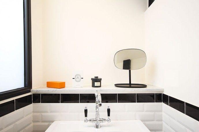 Salle de bain retro - Atelier Joseph - Carrelage métro \ lavabo