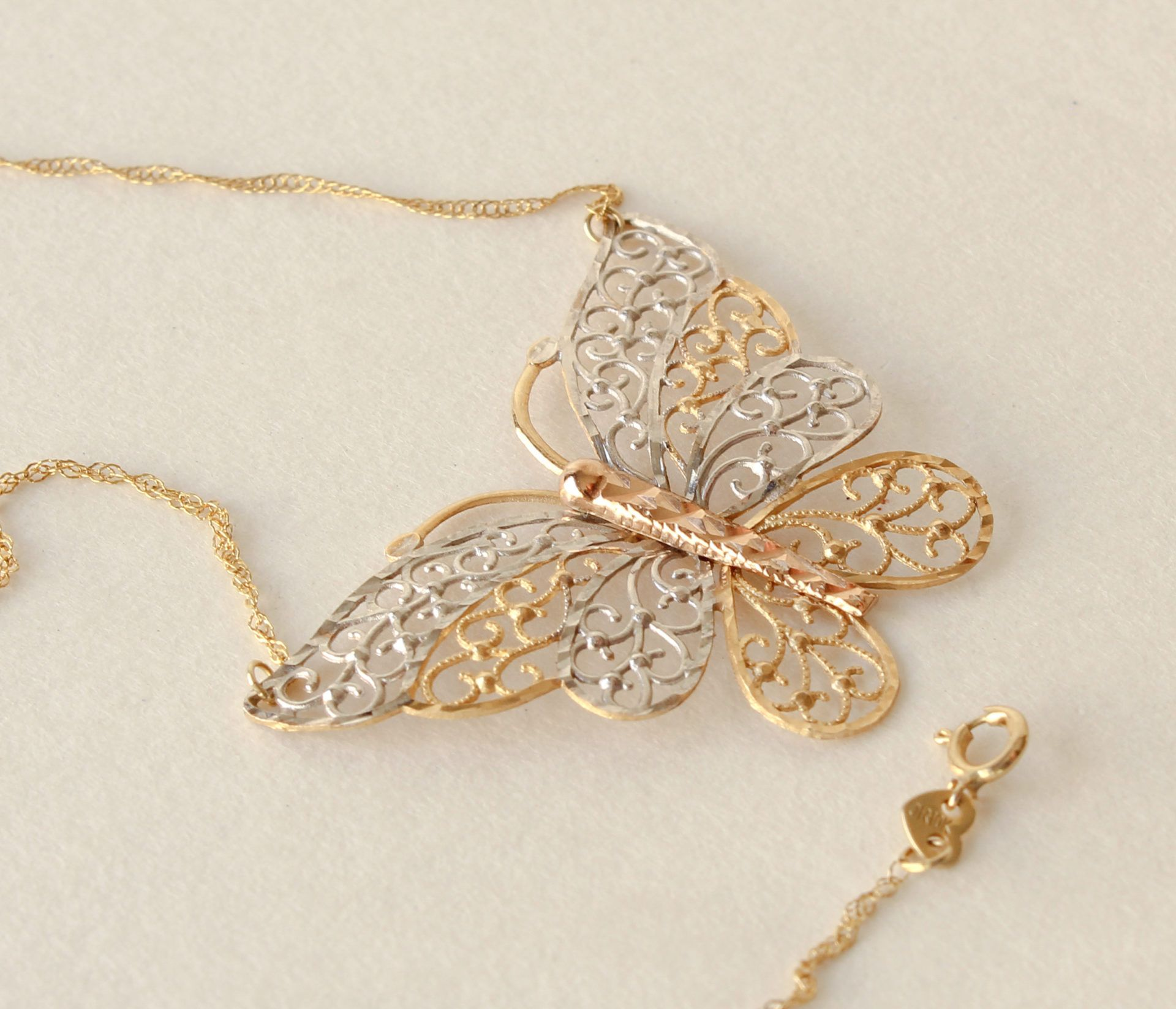 Butterfly Necklace Filigree White Yellow Rose 10k Gold Gorgeous Yellow White And Rose Gold Butterfly Butterfl Butterfly Necklace Gold Rose Gold Butterfly
