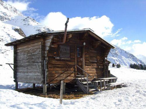 Alpine cabin in Switzerland#cabinporn...