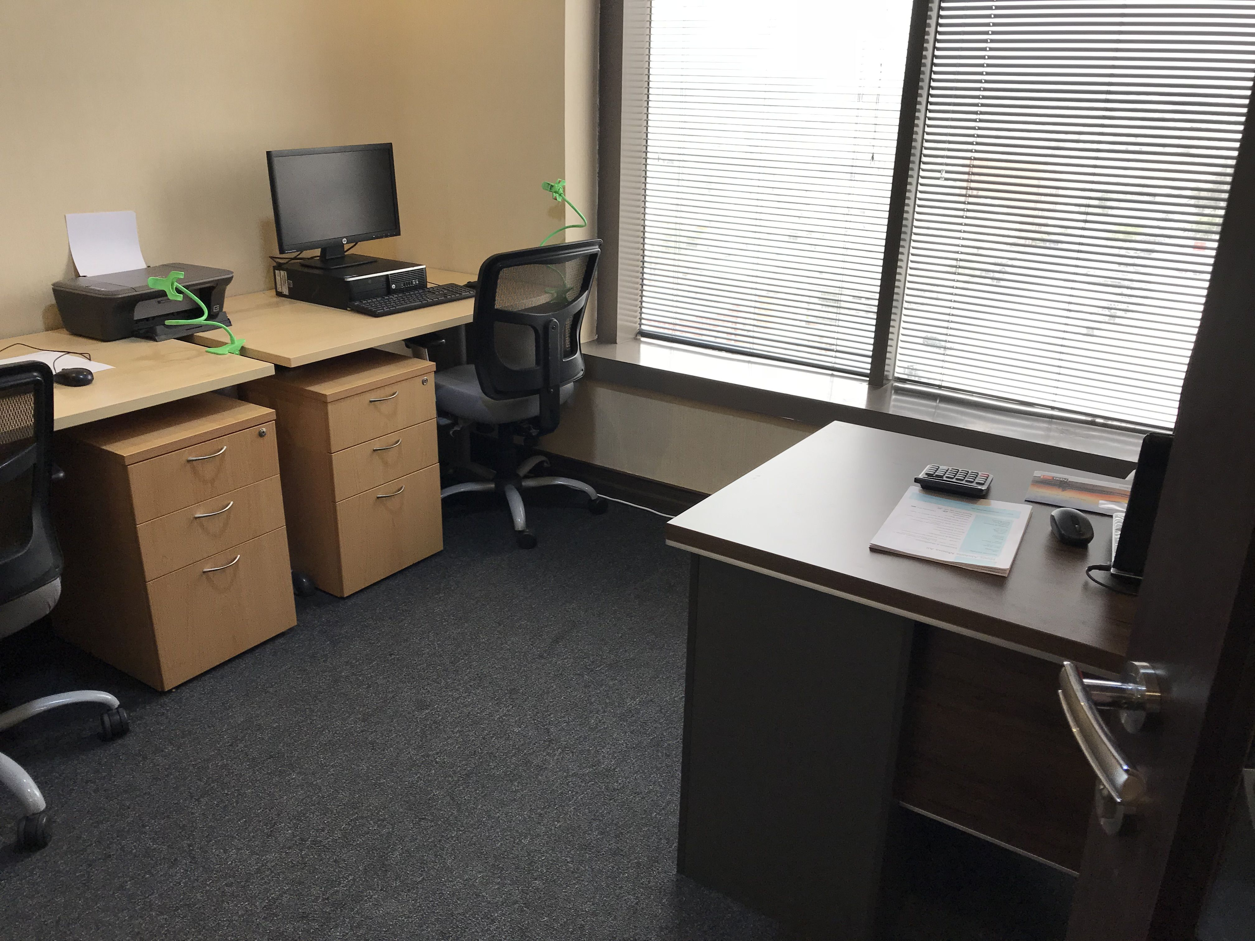 Looking For Small Office Space For Rent In Bahrain Modern Small Office Spaces Now Renting In Bahrain Good For Small Busi Small Space Office Small Office Rent