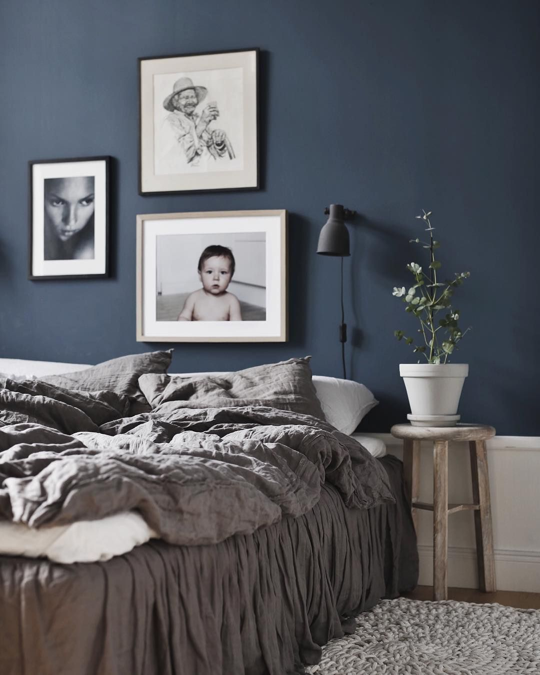 Rooms With Medium Blue Accent Wall: Beautiful Bedroom By Jasmina Bylund.