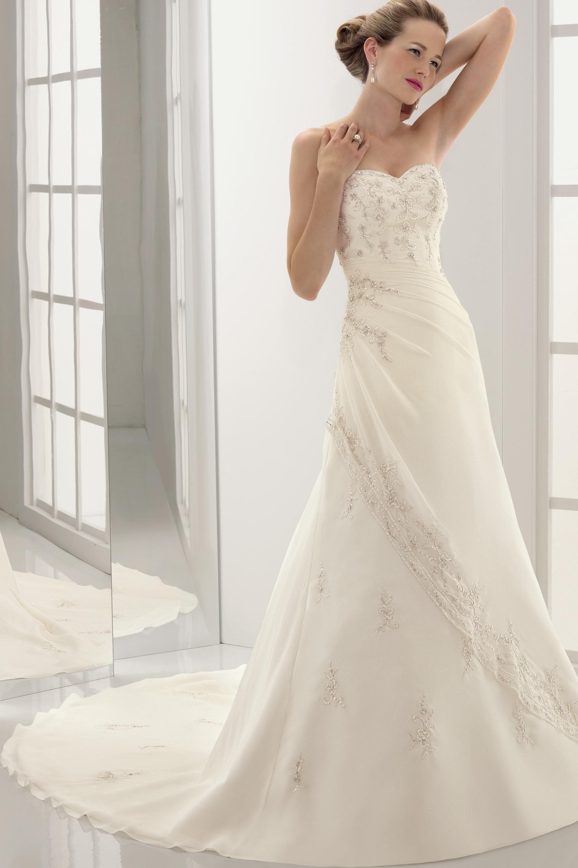 White Or Ivory Wedding Dress For Pale Skin | Wedding Dress ...