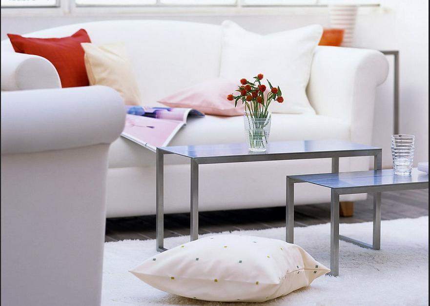 Wohnzimmer Stühle ~ Kleine wohnzimmer einrichten gast stühle weiß und aluminium