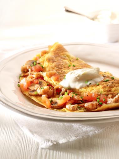 Omelet garnaal met tomaten en champignons http://njam.tv/recepten/omelet-garnaal-met-tomaten-en-champignons