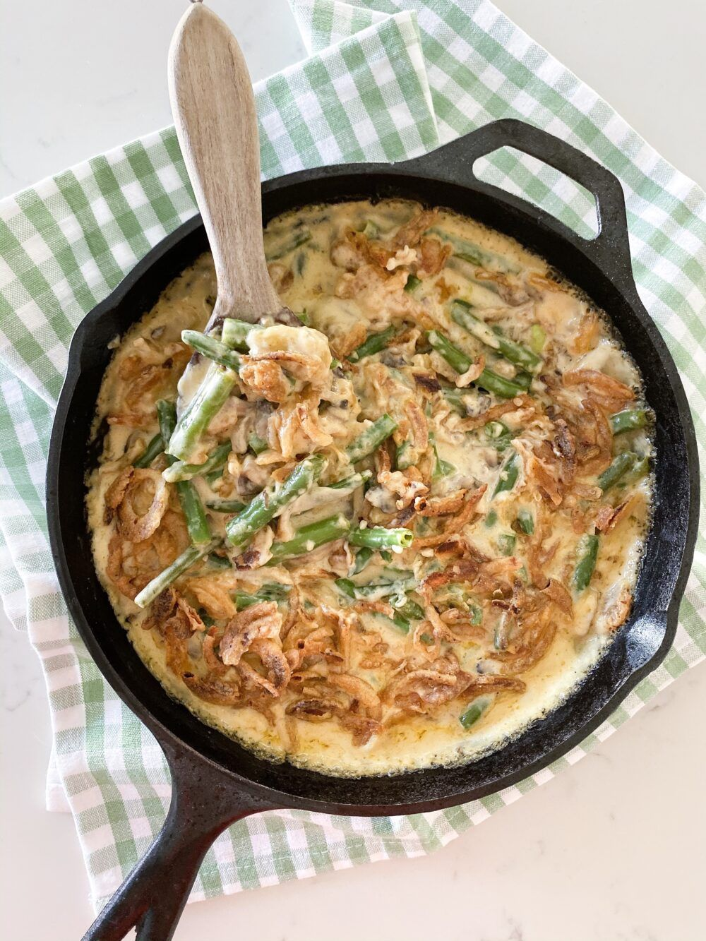 Best Cheesy Green Bean Casserole #thanksgivingdinnertable Best Cheesy Green Bean Casserole #greenbeancasserole