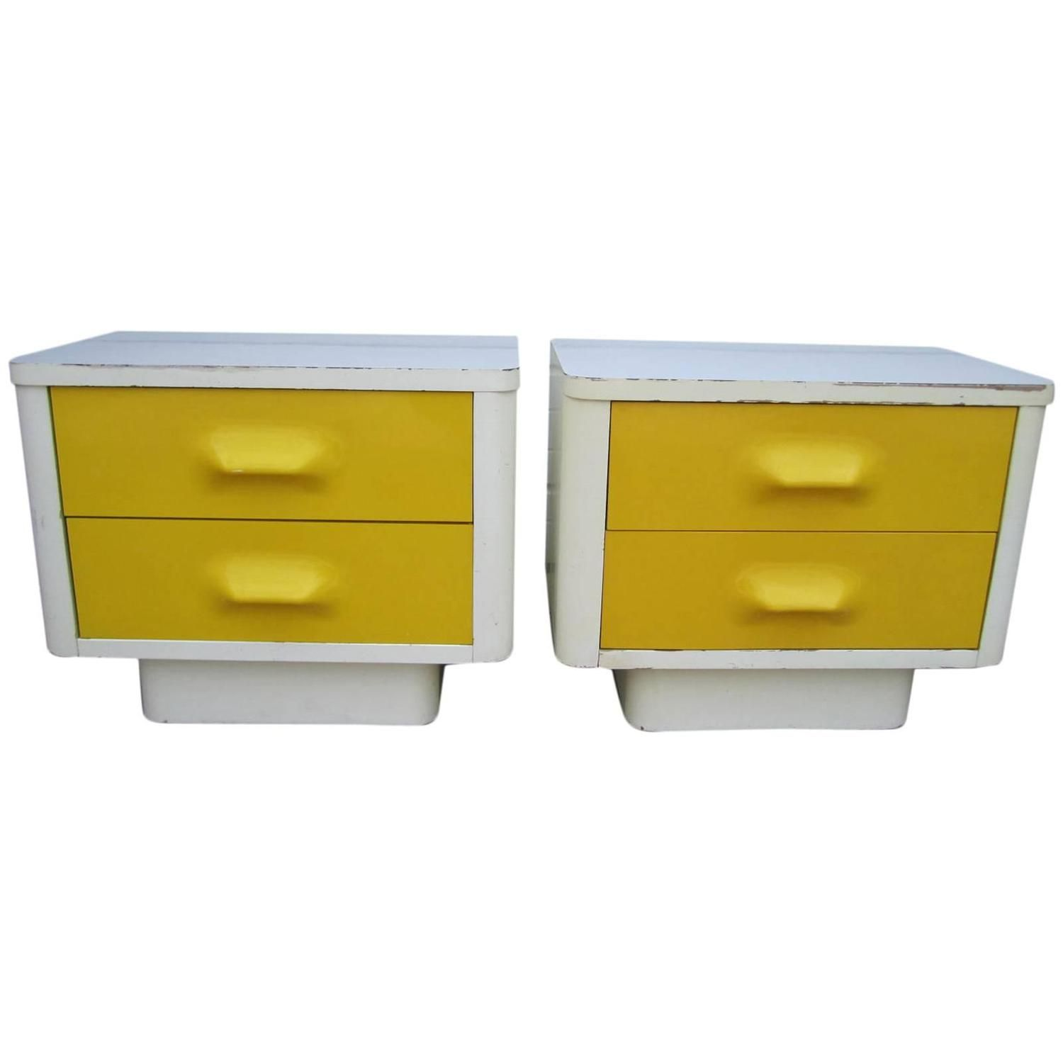 Best Fun Pair Of Chapter One Broyhill Yellow Nightstands Mid 400 x 300