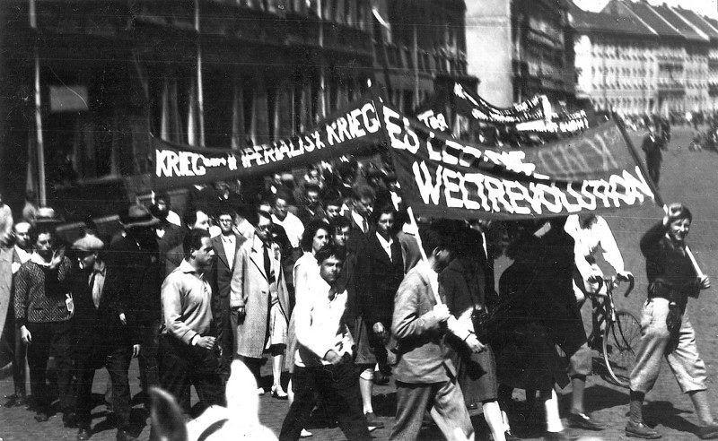 Bauhaus Students Demonstration In Dessau Bauhaus Artist At Work Life