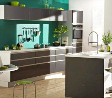 Peinture Cuisine couleur vert émeraude et meubles platine ...