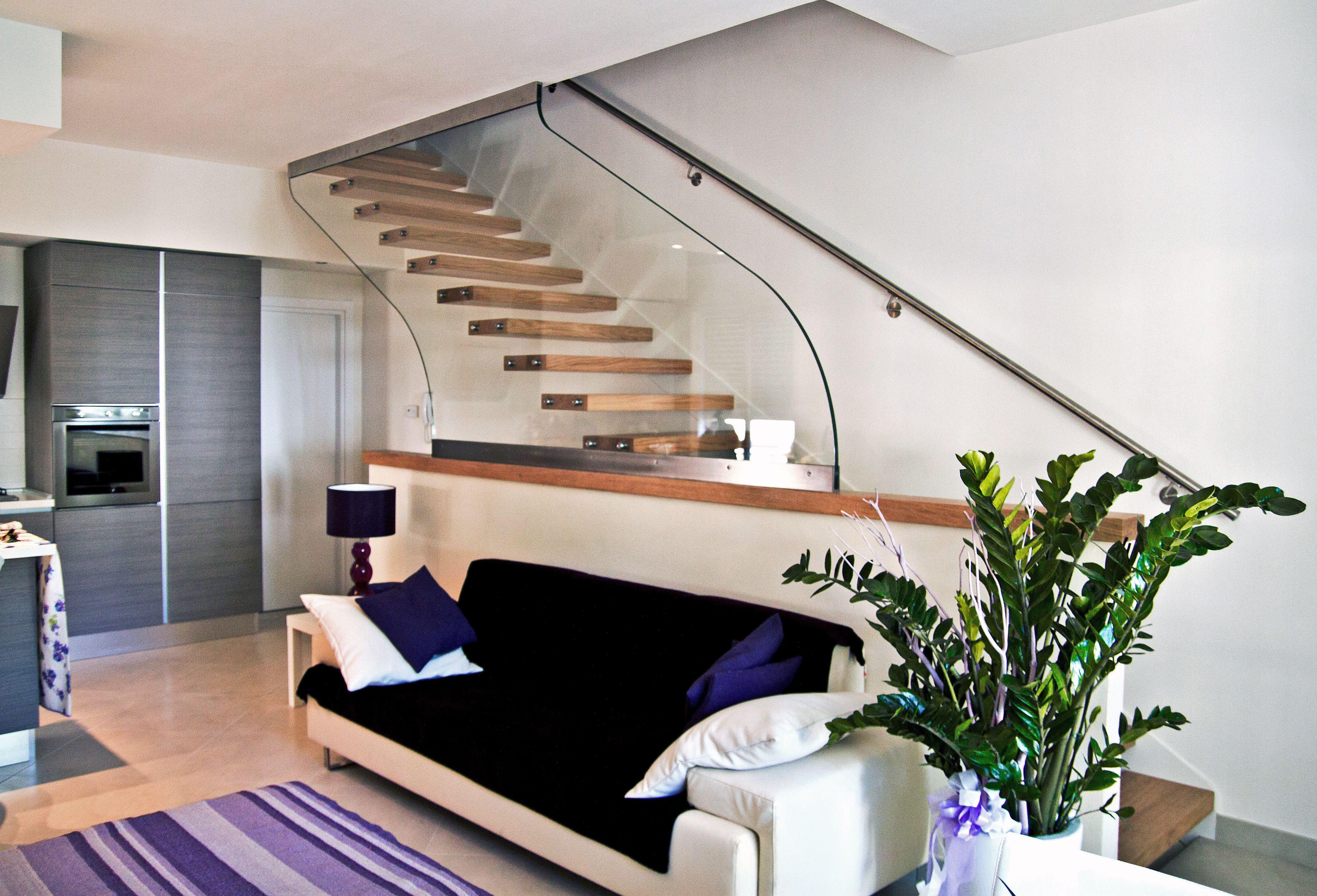 Magnani&Ricci Rivestimento scala con pedate ed alzate in legno doussie ringhiera in ferro con elementi orizzontali Pinterest