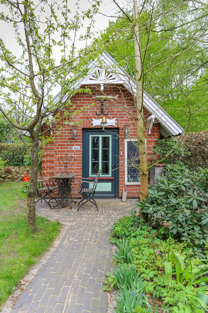 Gartenhaus mit Klinker Fassade im Landhausstil