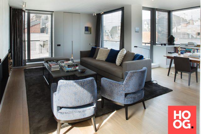 Strakke zithoek in modern penthouse woonkamer ideeën living room